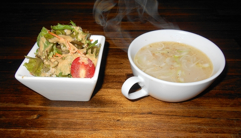 都営大江戸線西武池袋線西武豊島線の練馬駅近くの東京都練馬区豊玉北5丁目にあるステーキ店ガブニックSTEAKHouseのステーキセットのサラダとカップスープ