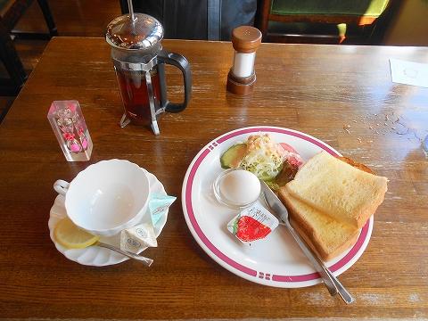 東急東横線と東急目黒線の元住吉駅近くの神奈川県川崎市中原区 木月2丁目にある喫茶店いーはとーぶのホットレモンティーとトーストのモーニング