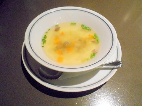 JR総武本線の両国駅近くの東京都墨田区横網1丁目にあるステーキとハンバーグの炭焼ステーキくに両国店のスープ