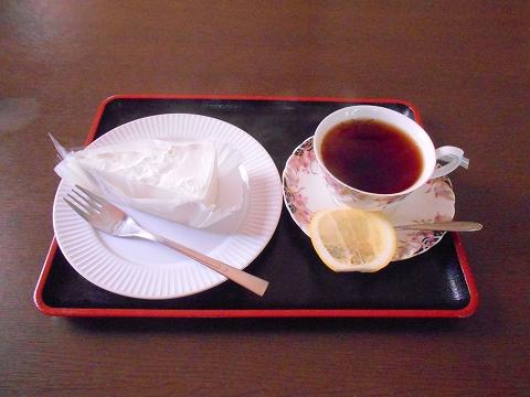 JR内房線の君津駅を最寄駅とする千葉県君津市新子安5丁目にある喫茶店コーヒーハウス秋桜のケーキセット