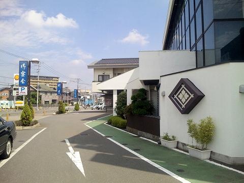 西武新宿線の新所沢駅を最寄駅とする埼玉県所沢市中新井1丁目にあるうどんとそばのお店たつみそばの外観