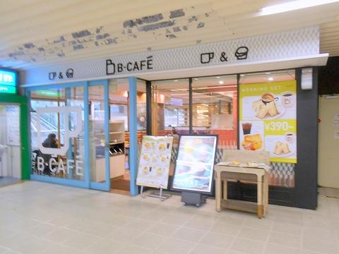 JR総武本線の市川駅を最寄駅とする千葉県市川市市川1丁目にあるビーカフェB-CAFE市川店の外観