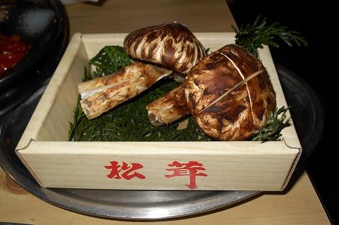 神奈川県相模原市南区相模台4丁目にある焼肉店「焼肉 はせ川」の焼いて食べる松茸