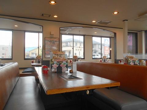 埼玉県入間市上藤沢にある焼肉店「安楽亭 入間藤沢店」店内