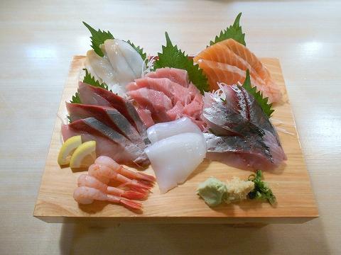 東京都練馬区練馬4丁目にある寿司、居酒屋の「や台すし 豊島園駅前町」刺身7点盛り