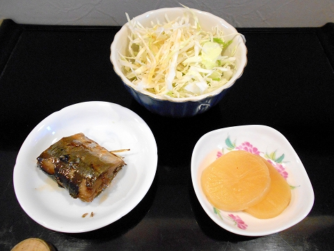 都営大江戸線の光が丘駅を最寄駅とする東京都練馬区田柄3丁目にある定食、食堂の食事処 たがら小料理の本日の日替わり定食の小鉢2皿とサラダ