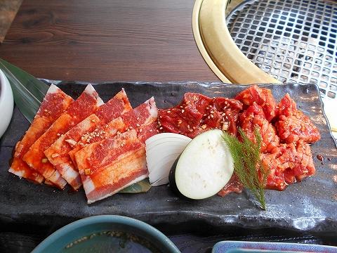 東京都練馬区光が丘5丁目にある焼肉、韓国料理の「韓国名菜 福寿 光が丘店」秘伝ダレのミックス御膳のハラミ・トロカルビ・中おちカルビ