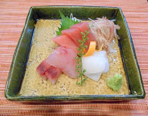埼玉県春日部市一ノ割1丁目にある釜飯と和食旬の鯛釜飯セットのランチのお刺身