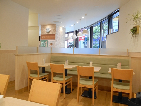 東京都江戸川区瑞江2丁目にあるハンバーガー、ファーストフードの「モスバーガー 瑞江店」店内