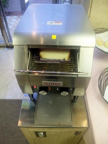 千葉県市川市市川1丁目にあるカフェ「Cafe de Riviere リヴィエール」自動パン焼き機