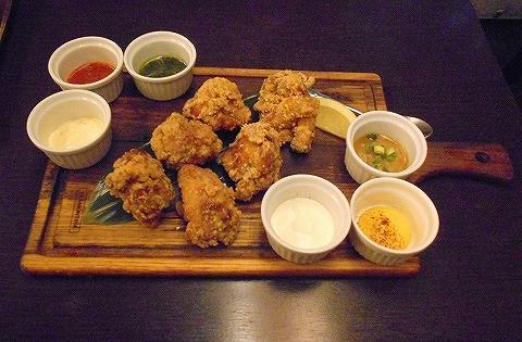 東京都練馬区豊玉北5丁目にあるアジア、エスニック料理のお店「AkiTaka アキタカ」秘伝 鶏の唐揚げ