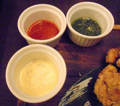 東京都練馬区豊玉北5丁目にあるアジア、エスニック料理のお店「AkiTaka アキタカ」秘伝鶏の唐揚げの自家製ソース6種類のうちの3種類