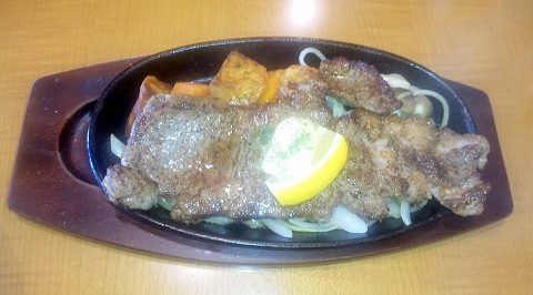 「洋食エリーゼ えいすけ」サーロインステーキ定食のサーロインステーキ
