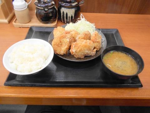 神奈川県川崎市中原区木月1丁目にあるからあげ専門店「からやま 元住吉店」からやま定食(松)6個