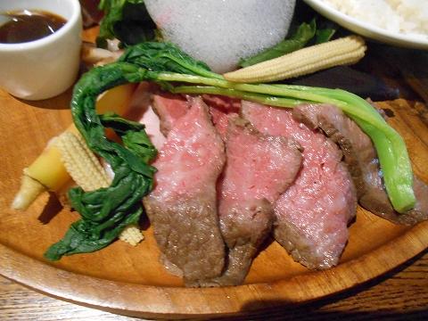 埼玉県越谷市千間台東1丁目にある鉄板ピストロのお店「la planche  ラ・プランシュ」欲張り肉プレートの肉