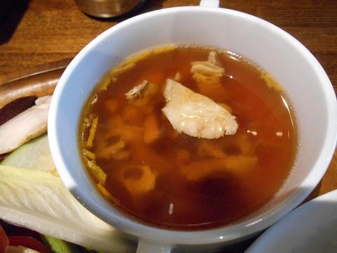 埼玉県越谷市千間台東1丁目にある鉄板ピストロのお店「la planche  ラ・プランシュ」欲張り肉プレートのスープ