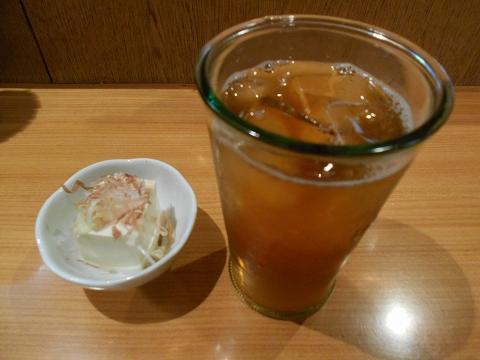東京都練馬区練馬4丁目 ある焼鳥店「笑天やきとり 一輝」ウーロン茶とお通し