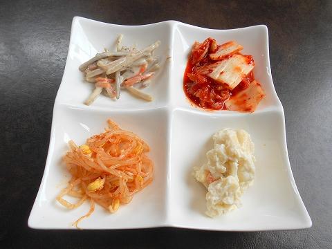 埼玉県所沢市北中1丁目にある韓国料理、焼肉のお店「Asian dining TAMMI タンミ」鉄板プルコギ定食のキムチとおかず