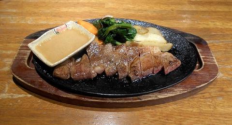 神奈川県川崎市中原区木月1丁目 にある鉄板焼き、洋食のお店「ゆうき亭」和牛サーロインステーキ