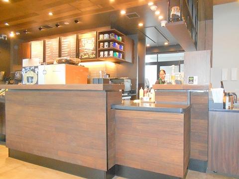 埼玉県所沢市北野1丁目にあるカフェ「スターバックスコーヒー 所沢小手指バイパス店」店内
