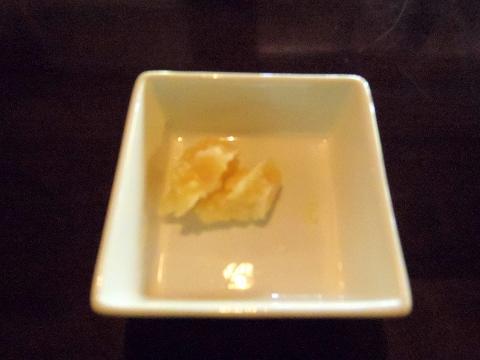 埼玉県所沢市若狭にあるイタリア料理のお店「PIZZERIA 武蔵野山居」サービスのチーズ