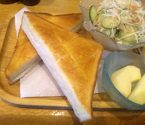 埼玉県春日部市備後東6丁目にあるカフェ「Cafe de Lupinus カフェ ド ルピナス」モーニングセットのトースト