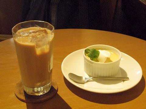 東京都練馬区関町北4丁目にあるコーヒー専門店「実川珈琲」アイスカフェオーレとカスタードプリン