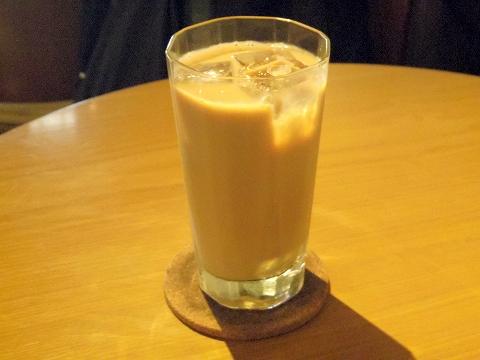 東京都練馬区関町北4丁目にあるコーヒー専門店「実川珈琲」アイスカフェオーレ