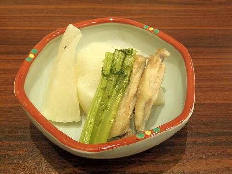 東京都練馬区関町北1丁目にある居酒屋、おばんざいのお店「京子さんのだいにんぐ」聖護院大根と鶏の煮物