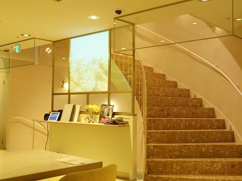 東京都渋谷区道玄坂2丁目にあるカフェ「ロクシタンカフェ 渋谷店 L'OCCITANE Cafe by Pierre Hermé 」店内