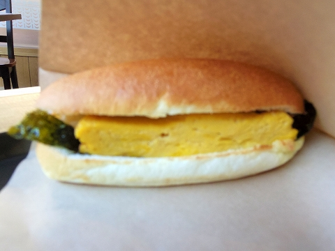 東京都世田谷区船橋1丁目にあるパン・サンドイッチのお店「瀬戸内製パン 千歳船橋店」モーニングセットの玉子焼きサンド
