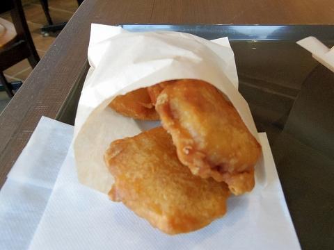 東京都世田谷区船橋1丁目にあるパン・サンドイッチのお店「瀬戸内製パン 千歳船橋店」モーニングセットのチキンナゲット