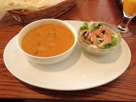 神奈川県川崎市中原区木月1丁目にあるインド料理のお店「ジャイプール Jaipur」Dランチの野菜カレーとサラダ