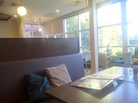 埼玉県所沢市東所沢和田3丁目にあるカフェ「オランダ坂珈琲邸 東所沢店」店内