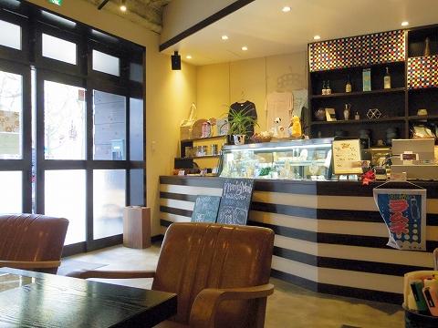 神奈川県川崎市川崎区宮本町にあるカフェ「和かふぇ かたなし」店内