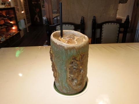 埼玉県越谷市袋山にあるカフェ「陶芸カフェ カムデン TOUGEI CAFE CAMDEN」アイスカフェラテ