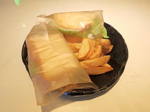 埼玉県越谷市袋山にあるカフェ「陶芸カフェ カムデン TOUGEI CAFE CAMDEN」BLTたまごチーズサンド&ポテトフライ