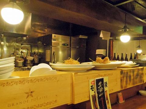 東京都練馬区練馬1丁目にある居酒屋「ネリマノダイコンヤ」店内