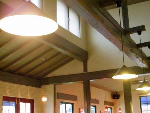 埼玉県所沢市北中2丁目にあるイタリア料理のお店「ナポリの食卓 所沢店」店内