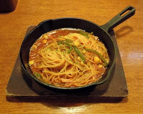 埼玉県所沢市北中2丁目にあるイタリア料理のお店「ナポリの食卓 所沢店」鉄板焼きナポリタン