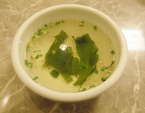 神奈川県川崎市川崎区小川町にある焼肉店「炭火焼肉 食道園」スペシャルランチのスープ