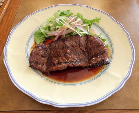 埼玉県春日部市牛島にあるカフェ、イタリアンのお店「クレール Clair」サービスステーキランチのステーキ
