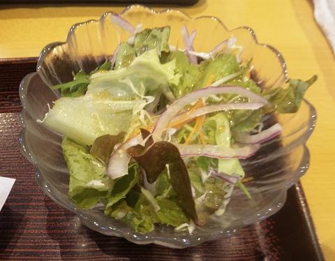 千葉県木更津市請西東5丁目にある懐石・会席料理、寿司の「お食事処 すし こよう」日替わり定食のサラダ