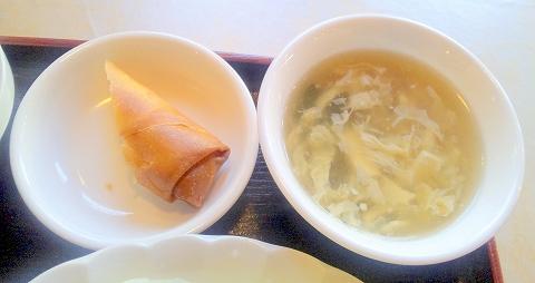 埼玉県所沢市小手指南2丁目にある「中華料理 佳源 KAEN」鶏の唐揚げセットのスープと春巻き