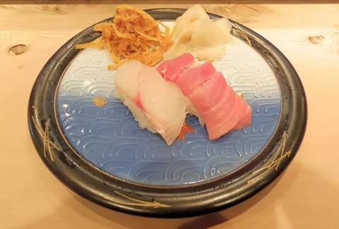 東京都中野区江原町2丁目にある鮨店「鬼朝」松にぎりの鯛とマグロ