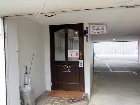 埼玉県越谷市登戸町にある中華料理店「ヌーベルシノワ Ishibashi」店舗入口