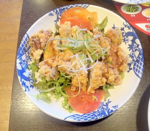 埼玉県所沢市大字山口字児泉にある中華、ファミリーレストランの「バーミヤン 所沢山口店」2種ソースで仕上げた大判油淋鶏