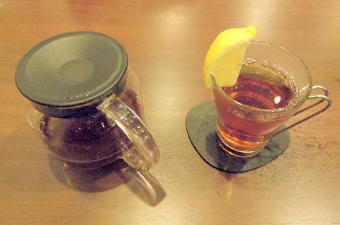 東京都新宿区新宿3丁目にある喫茶店「喫茶室ルノアール ニュー新宿3丁目店」ホットレモンティー