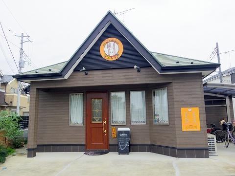 埼玉県春日部市牛島にある洋食店「キッチンローリー Kitchen ROLLY」店内入口