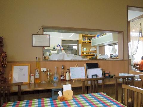 埼玉県春日部市牛島にある洋食店「キッチンローリー Kitchen ROLLY」店内